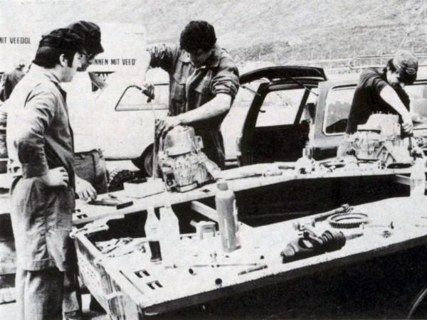 Roberto Panarotto, primo a dx, smonta un cambio 128 Trivellato, Salisburgo 1971